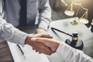 Contratar un buen abogado